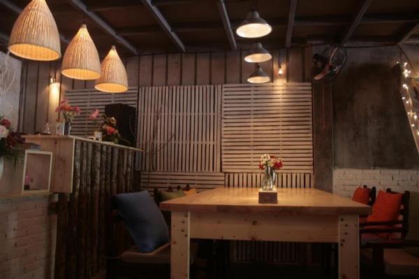 Mua đồ gỗ cũ huyện Từ Liêm 1 Mua đồ gỗ cũ huyện Từ Liêm trang trí quán cafe kiểu cổ